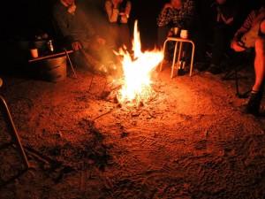 満天の星空のもとでたき火を囲みながらまったりと。